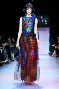 Giorgio-Armani-Prive-Haute-Couture-SS20-Paris-0697-1579635552.thumb.jpg.0b62cb6dd6028250f5ab83381fd0633e.jpg