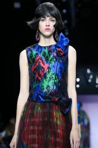 Giorgio-Armani-Prive-Haute-Couture-SS20-Paris-0700-1579635554.thumb.jpg.a71bb510692ce538e78ceb43313aeff0.jpg