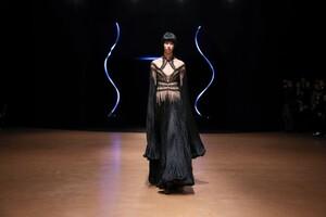 Iris-Van-Herpen-Haute-Couture-SS20-Paris-8757-1579523542.thumb.jpg.1568e3aed2c9ce82850c1c7c7054fa04.jpg