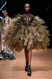 Iris-Van-Herpen-Haute-Couture-SS20-Paris-9135-1579523957.thumb.jpg.52cddf55db3ac494cc5415b4c8a45a4e.jpg