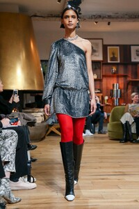 Julie-De-Libran-Haute-Couture-SS20-Paris-1380-1579705043.thumb.jpg.7dda6a165db598c66934cf716f37aff6.jpg