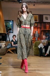 Julie-De-Libran-Haute-Couture-SS20-Paris-1388-1579705070.thumb.jpg.46b121eab85a8a3e436aff09154bb86a.jpg