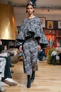 Julie-De-Libran-Haute-Couture-SS20-Paris-1449-1579705291.thumb.jpg.92816887500dd40f01e07ad263bc83f8.jpg
