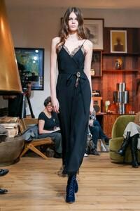 Julie-De-Libran-Haute-Couture-SS20-Paris-1462-1579705380.thumb.jpg.cf69b20c789eaf41e70ebe72f1ef1989.jpg