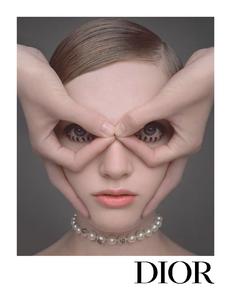 Niedermair_Dior_Fall_Winter_19_20_02.thumb.png.9473d66baafa4e84f228715c4f2c0be7.png