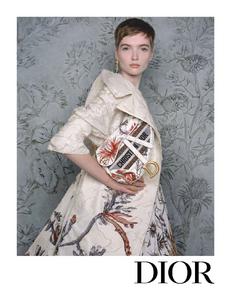 Niedermair_Dior_Spring_Summer_2020_01.thumb.png.1ee5f1371c6763e69b55b56e9e3f1f29.png