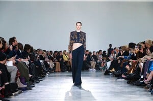 Schiaparelli-Haute-Couture-SS20-Paris-6206-1579516061.thumb.jpg.15732bc6384752953c72378ae3327415.jpg