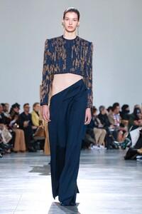 Schiaparelli-Haute-Couture-SS20-Paris-6210-1579516065.thumb.jpg.b388f2401e18df77a0eec24dcf02a701.jpg