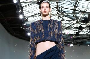Schiaparelli-Haute-Couture-SS20-Paris-6468-1579516481.thumb.jpg.f77204a370c5edaa6e743318646d4a3d.jpg
