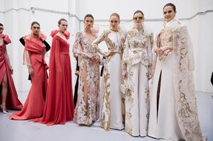 backstage-defile-elie-saab-printemps-ete-2020-paris-coulisses-118.thumb.jpg.27c03c440a0f999a3d14d9b49c1e6e5d.jpg
