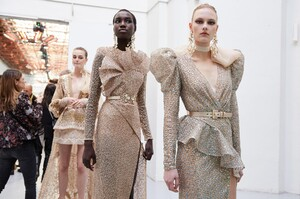 backstage-defile-elie-saab-printemps-ete-2020-paris-coulisses-125.thumb.jpg.baf8ef16c5a8a414dd04a976c5379b06.jpg
