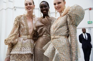 backstage-defile-elie-saab-printemps-ete-2020-paris-coulisses-127.thumb.jpg.5fa57182982cdbc52bc56c8ac7fe94e8.jpg