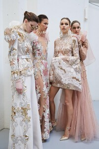 backstage-defile-elie-saab-printemps-ete-2020-paris-coulisses-77.thumb.jpg.a8b7f6141a2e2f6e11b08ae4f48e4622.jpg