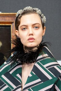 backstage-defile-erdem-automne-hiver-2020-2021-londres-coulisses-2.thumb.jpg.b61464fdd33d40a78f4272557ccb0439.jpg