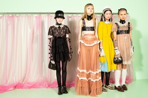 backstage-defile-gucci-automne-hiver-2020-2021-milan-coulisses-104.thumb.jpg.f133542a5573f11147bfabf3d0719a13.jpg