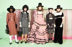 backstage-defile-gucci-automne-hiver-2020-2021-milan-coulisses-108.thumb.jpg.61f753dc6a845549f399c093f6bf1127.jpg