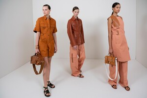 backstage-defile-hermes-printemps-ete-2020-paris-coulisses-16.thumb.jpg.0d06cb623fe51dfe57d981c42ab49d03.jpg