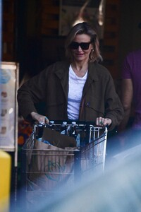 cameron-diaz-grocery-shopping-ahead-of-the-super-bowl-02-01-2020-1.jpg