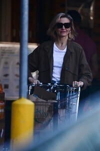 cameron-diaz-grocery-shopping-ahead-of-the-super-bowl-02-01-2020-3.jpg