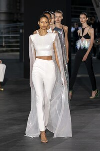 defile-david-koma-printemps-ete-2020-londres-look-44.thumb.jpg.bf42aef5b7b00a2a4d584f334452df1e.jpg