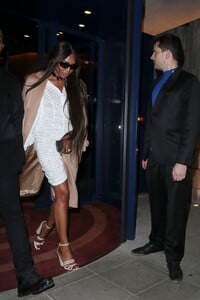 naomi-campbell-leaving-love-magazine-party-in-london-02-17-2020-1.thumb.jpg.aea6151cd2d6f4054cf595eb7b7ae8f0.jpg