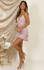 roaming_free_dress_in_lilac_lace_6_.jpg