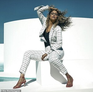 25612362-8081789-Nine_West_X_Tyra_Nine_West_took_to_Instagram_to_share_the_campai-a-99_1583477180118.jpg