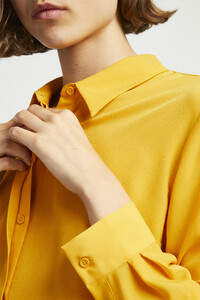 72kz5-womens-fu-callunayellow-crepe-light-pleat-shirt-11.jpg