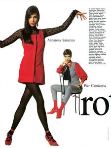 Caminata_Vogue_Italia_September_1991_11.thumb.png.e57758a2d11ae27214ad1a8ee12c1a8b.png