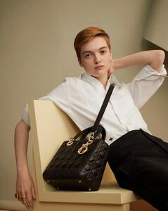 Lady-Dior-01.thumb.jpg.61d0820b09441b83ed0770b2440b52e4.jpg