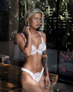 Lost_Without_You_Model_Cathlin_Christina_Ulrichsen_in_Bali_2018_01.jpg