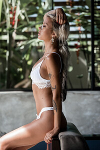 Lost_Without_You_Model_Cathlin_Christina_Ulrichsen_in_Bali_2018_06.jpg