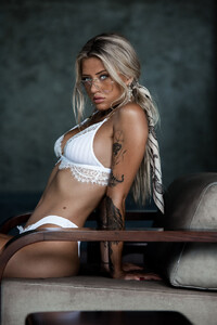 Lost_Without_You_Model_Cathlin_Christina_Ulrichsen_in_Bali_2018_07.jpg