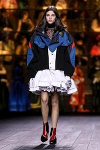 Louis-Vuitton-RTW-FW20-Paris-0720-1583261775.jpg