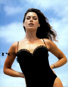 Snyder_Vogue_Italia_June_1992_04.thumb.png.17aee046d5df9b6000206738e311e85a.png