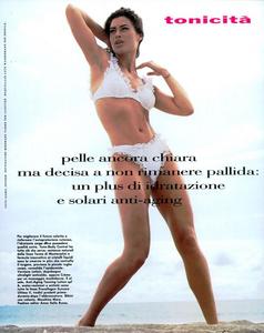 Snyder_Vogue_Italia_June_1992_05.thumb.png.cc3210350500c72627b2566e82cf9972.png