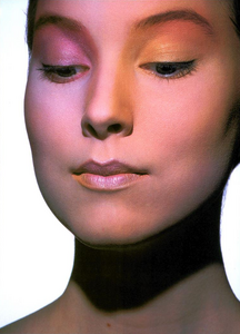 Tyen_Vogue_Italia_July_August_1987_02.thumb.png.fa3201afcc362273a615becd3126f482.png