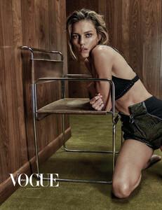 Vogue_Mexico_-_Febrero_2017-1001.thumb.jpg.7eb20e8f0e183cbe7e44c112b0e6586f.jpg
