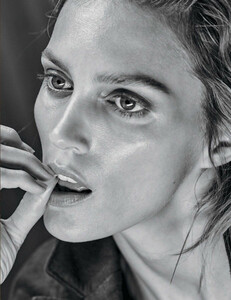 Vogue_Mexico_-_Febrero_2017-1031.thumb.jpg.96d17285b0105f0242f7d53cb0633e31.jpg