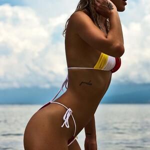 andi_bagus_tiga_bikini_l_cowcher.jpg