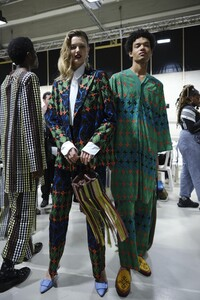 backstage-defile-kenneth-ize-automne-hiver-2020-2021-paris-coulisses-62.thumb.jpg.43ddd739551fd46acf6975390fa7cc5b.jpg