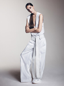 josephine-le-tutour-by-sharif-hamza-for-vogue-china-may-2015-2.thumb.jpg.e2320dc4b4f5a7a2b4e635db68d1143c.jpg