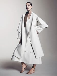 josephine-le-tutour-by-sharif-hamza-for-vogue-china-may-2015-4.thumb.jpg.65d9f3ac457b33b200beeada2ea8cd07.jpg