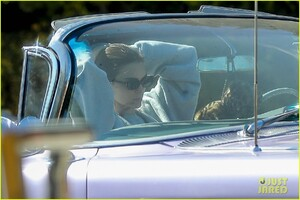 kendall-jenner-goes-for-a-drive-in-convertible-cadillac-01.jpg