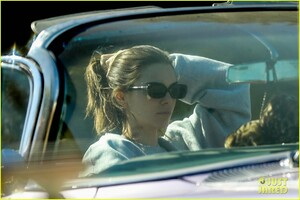 kendall-jenner-goes-for-a-drive-in-convertible-cadillac-03.jpg