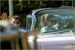 kendall-jenner-goes-for-a-drive-in-convertible-cadillac-05.jpg