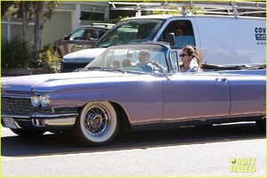 kendall-jenner-goes-for-a-drive-in-convertible-cadillac-06.jpg
