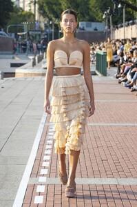 marco-de-vincenzo-2020-spring-summer-womens-runway-milan-fashion-week-waves-waffle-ice-cream-folds-ridges-denim-jeans-observer-05.thumb.jpg.08064e61245e3b79011bf9c361c6bba8.jpg