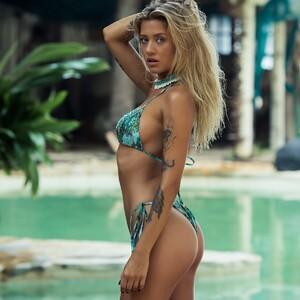 paradise_stirngs_bikini_tim_cathlin.jpg