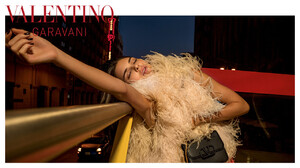 valentino-woman-acc-ps-20-digital-1920x1080-5.thumb.jpg.c4150e9d0f7575e7205bcc63f7c82831.jpg